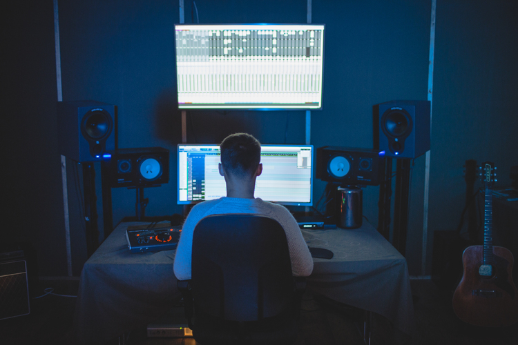 Opens Dafydd Thomas - Mixing engineer based in Cardiff https://www.dafydd-thomas.com/ in a new tab to view in higher resolution